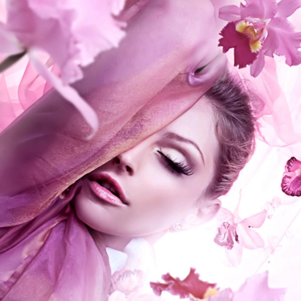 Женщина и цветы красивые