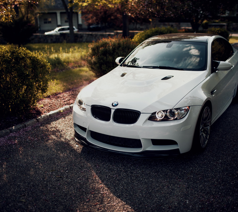 белый спортивный автомобиль bmw m3 e92  № 1015567 загрузить