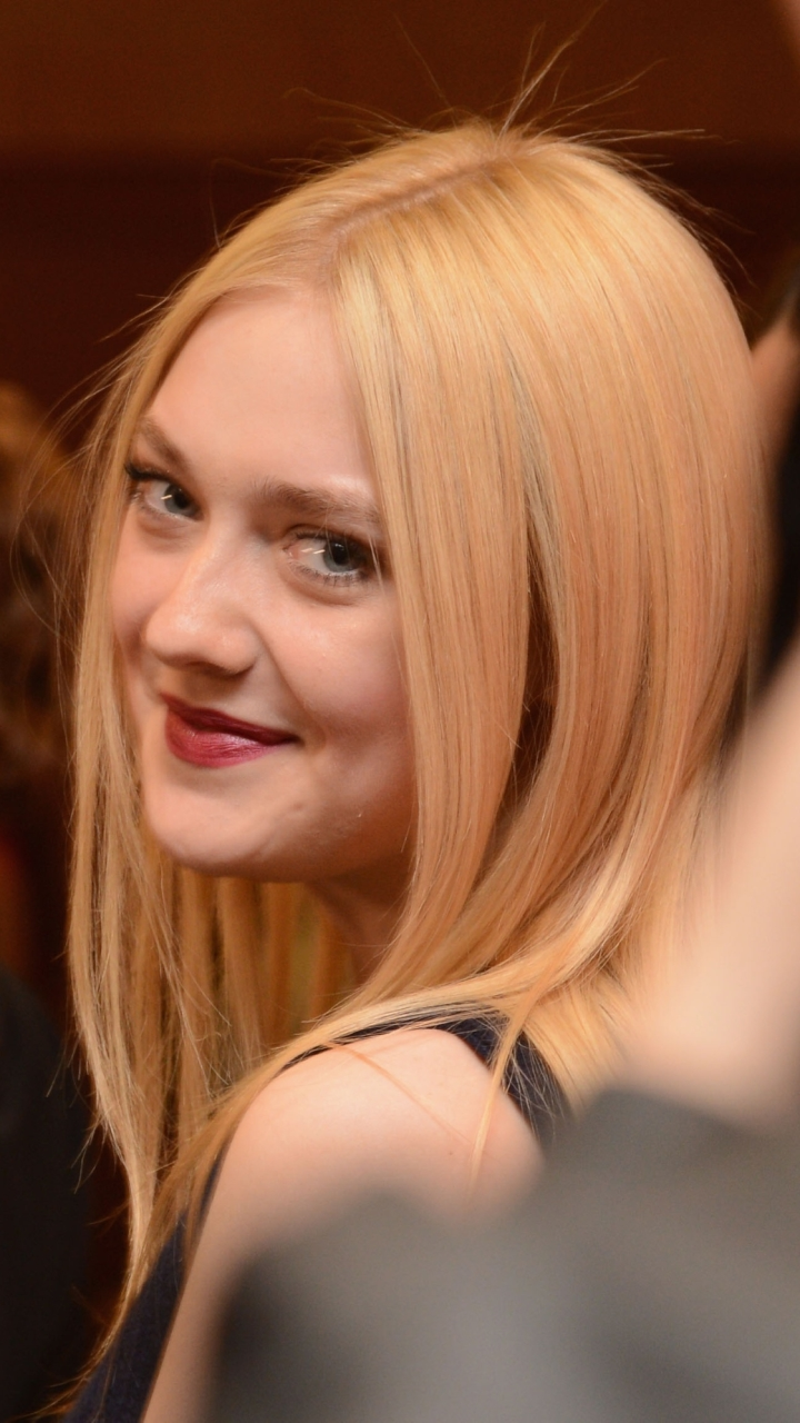 Celebrity Dakota Fanni... Dakota Fanning