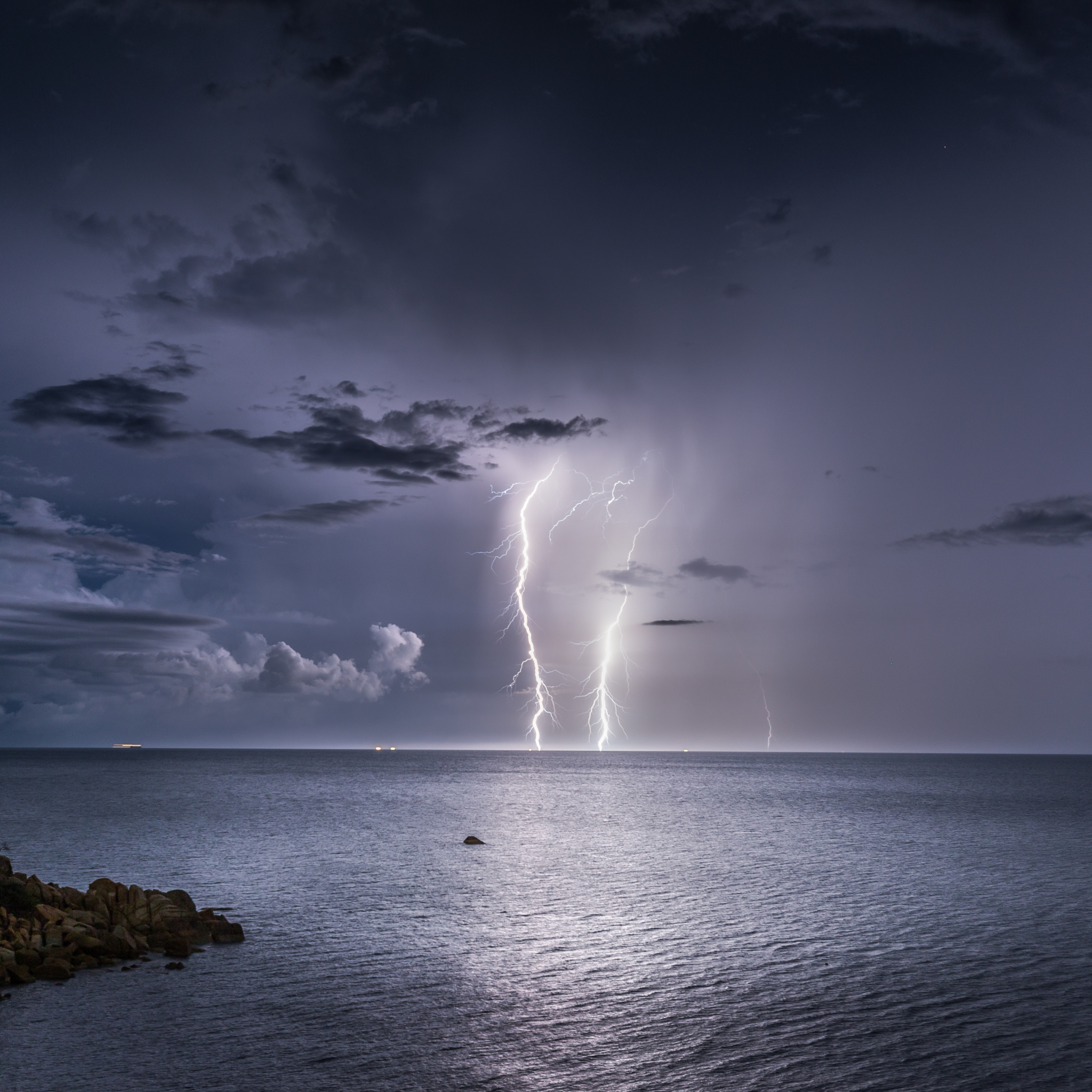 photography/lightning (2048x2048) wallpaper id: 642406 - mobile abyss