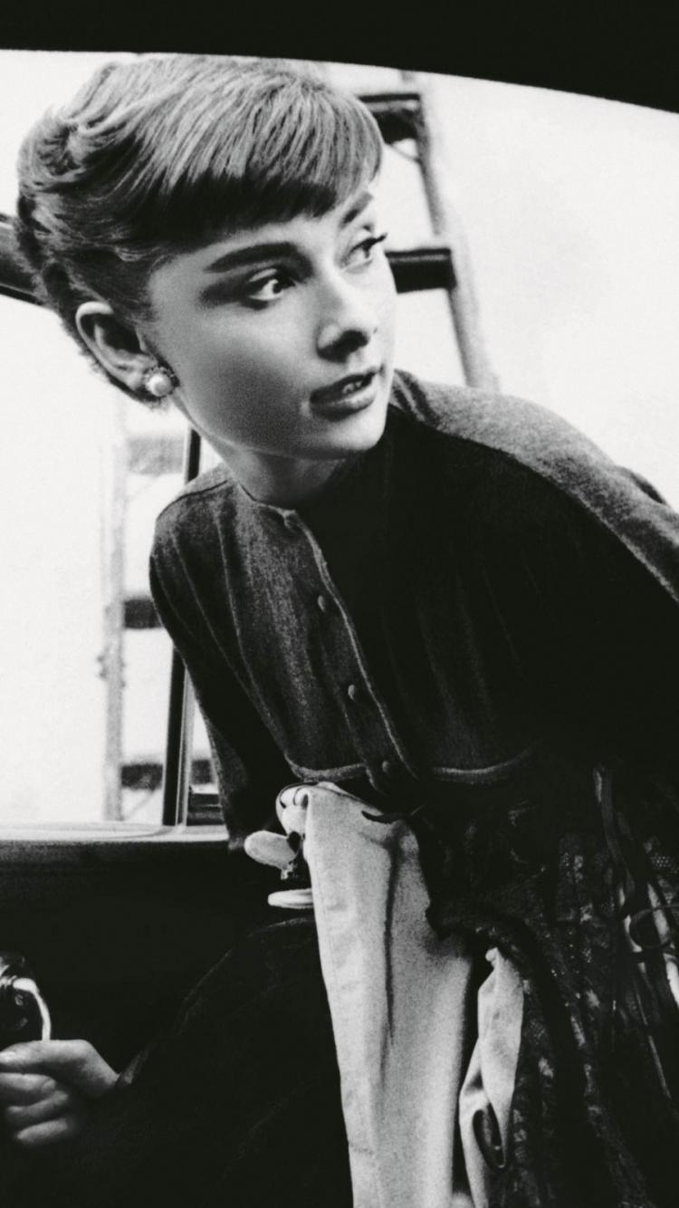 Celebrity Audrey Hepburn 750x1334 Mobile Wallpaper