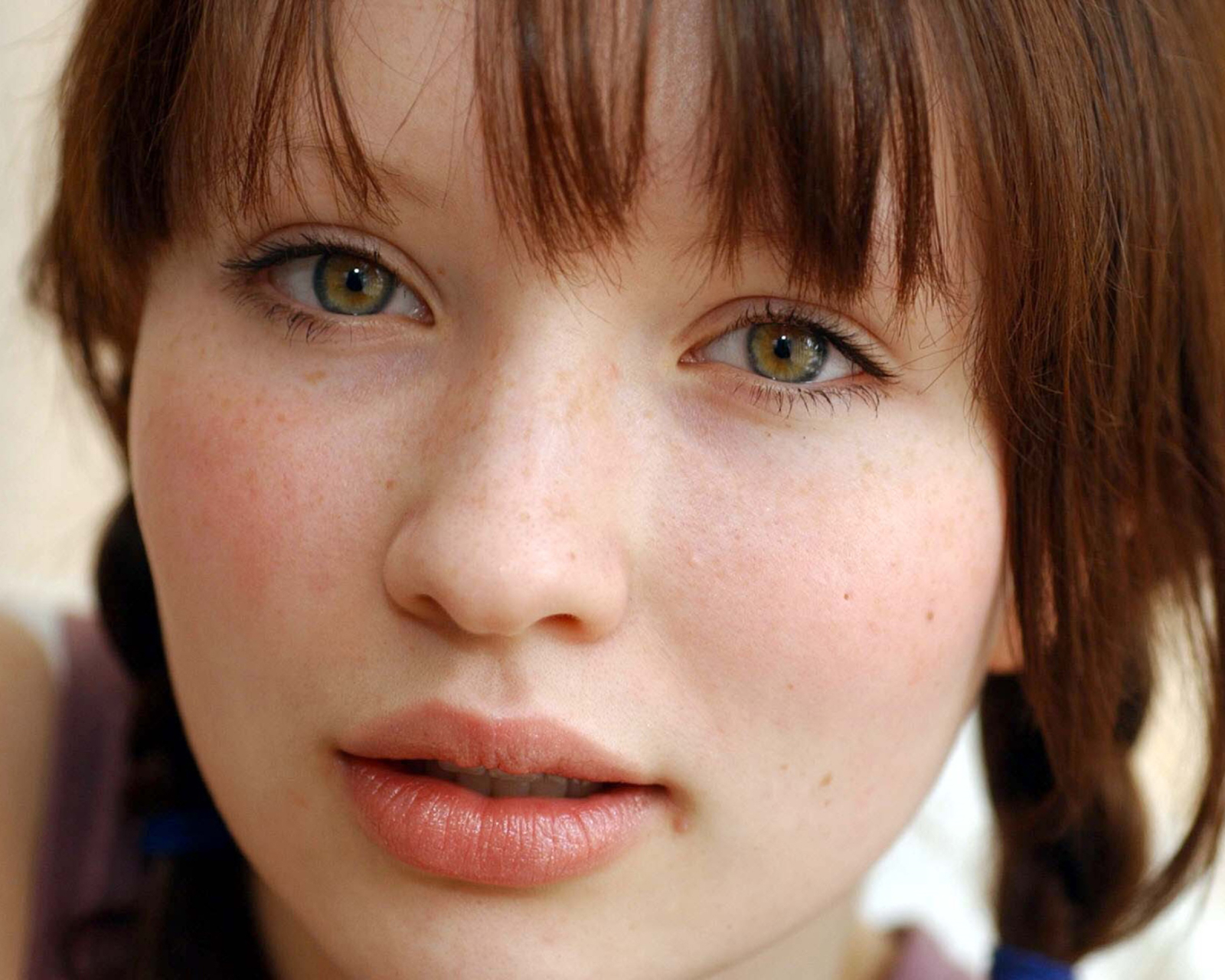celebrity/emily browning (1600x1280) wallpaper id: 652758 - mobile abyss
